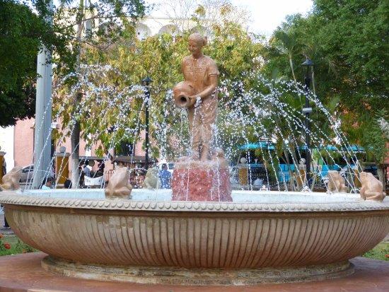 Plaza e Parque Francisco Canton: Plaza/Parque Francisco Canton Rosado