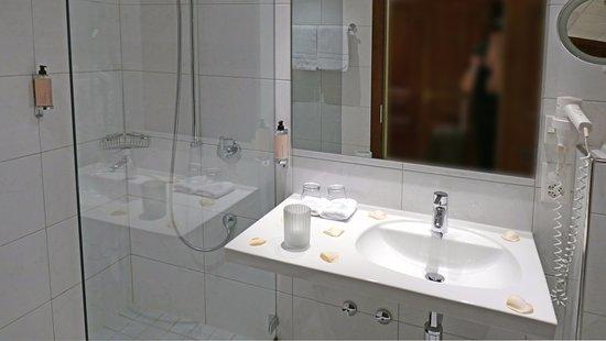 Merlischachen, Switzerland: Bad in der Kuhglocken Suite