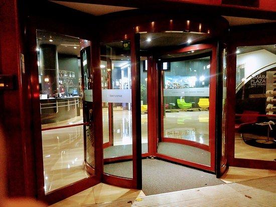 Silken Amara Plaza Hotel : Entrada principal