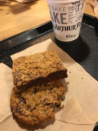‪‪Norwich‬, ‪Vermont‬: Pistachio cookie was phenomenal. Skip the ginger bar thing, it was too squishy.‬