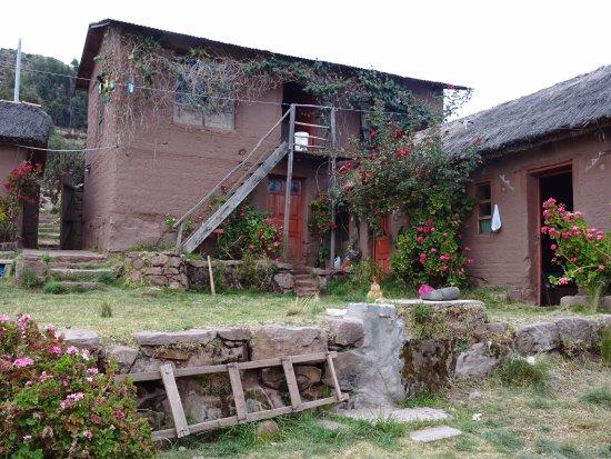 Llachon, Peru: partie de l'auberge traditionnelle en terre