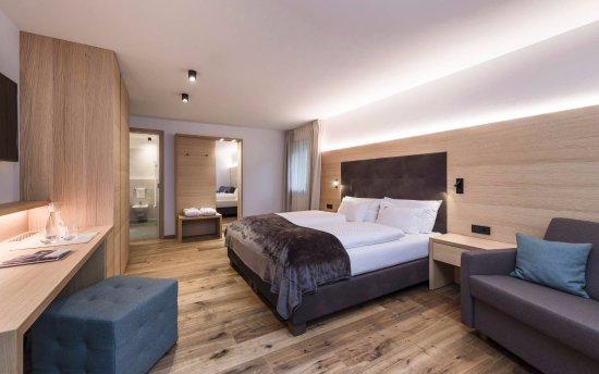 Villa tony small romantic hotel corvara italien hotel for Small romantic hotels