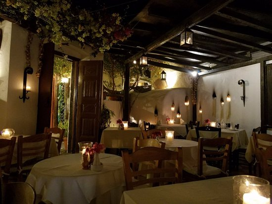 Candouni Restaurant : Romantic atmosphere