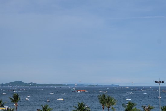 Pattaya Beach Resort: ราคาไม่แพง เห็นวิวทะเล นอนสบาย ห้องน้ำมีอ่างอาบน้ำ อาหารเช้าพอทานได้