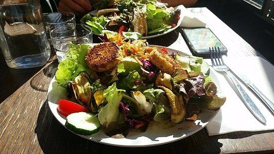 29 Miollis: Salade Chèvre chaud pané