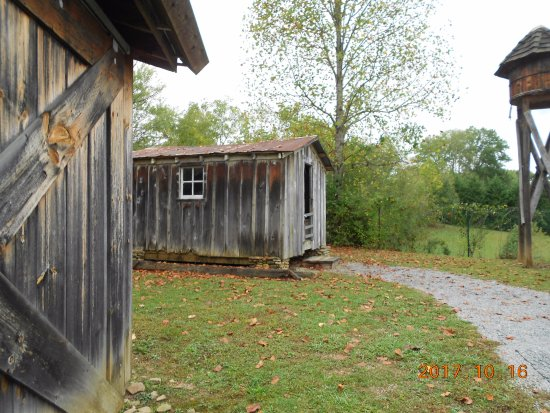 Great Smoky Mountain Heritage Center: set off house