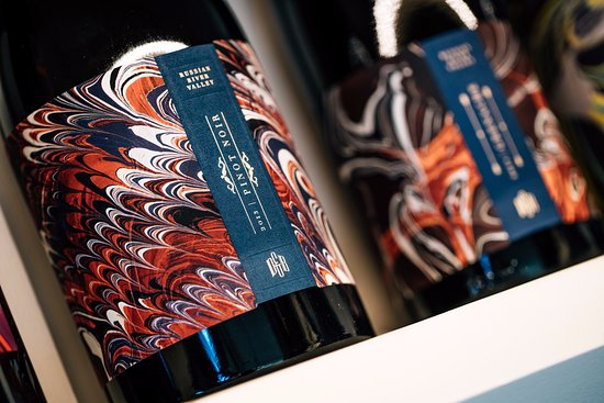 Oakville, Californië: Each bottle of wine is a unique piece of marbled art.