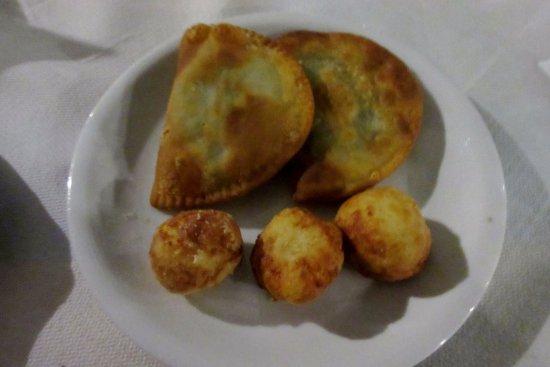 Aunts Tavern: Kalitsounia and cheeseballs