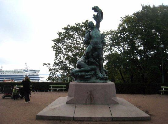 Observatory Hill (Tähtitorninmäki) : Shipwrecked Sculpture