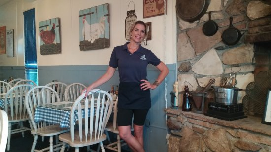 Carla's Country Kitchen: Brandi will not only give you great service but keep you alert.