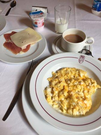 Hotel Pyrenees : Petit déjeuner hôtel Pyrénées.