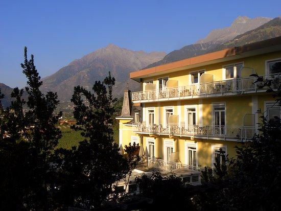Hotel Villa Tivoli: Villa Tivoli in der Morgensonne.