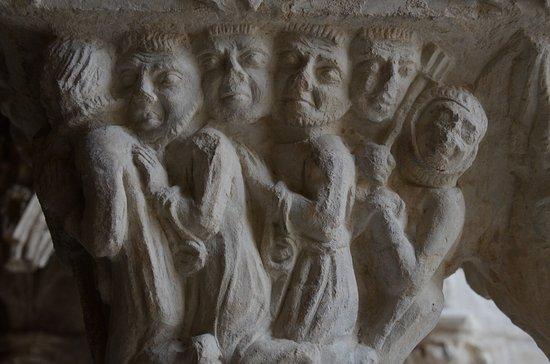 Cloître Saint-Trophime : Capitel
