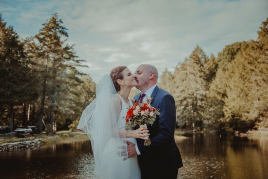 Sparrow Bush, Estado de Nueva York: The lake made for some great wedding shots.