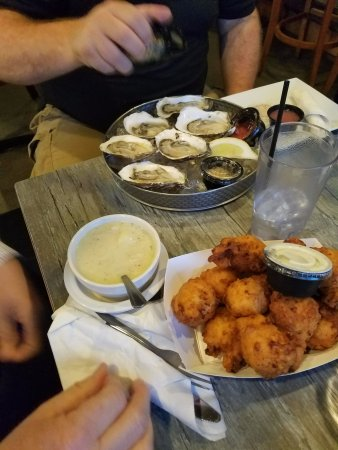 Bristol, RI: Oysters, clam chowder and clam cakes