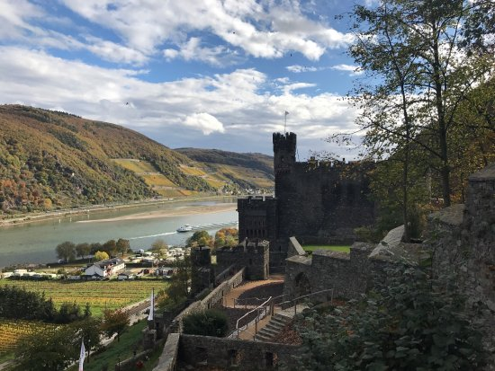 Trechtingshausen, Alemania: My review is just on the Castle and museum, not the overnight accommodations. Definitely worth a