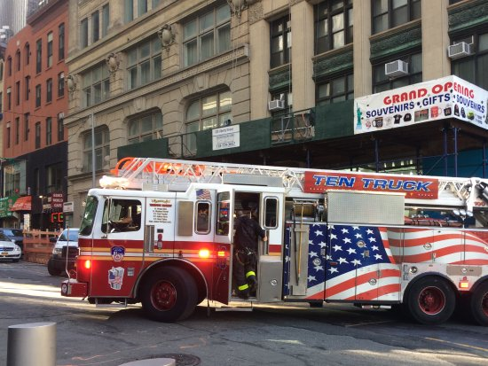 9/11 Tribute Museum : Ladder engine from 10 House.