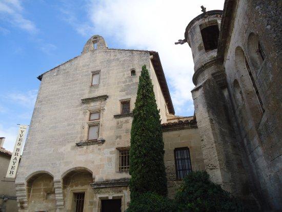 Une des belles ruelles photo de office de tourisme des - Office de tourisme des baux de provence ...