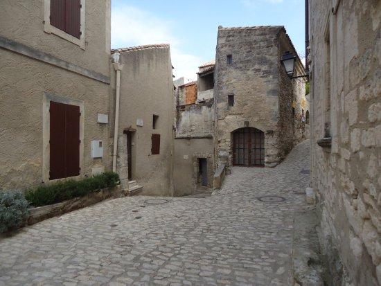 Une des belles ruelles photo de office de tourisme des - Office de tourisme les baux de provence ...