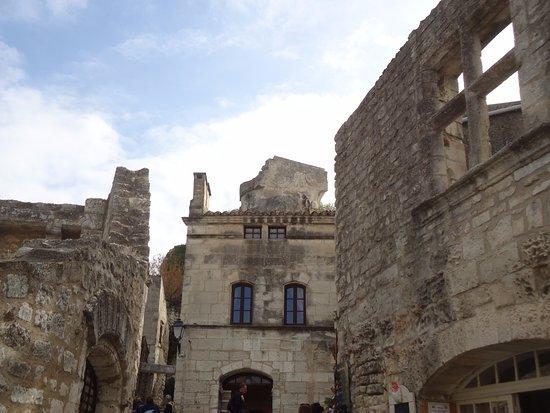 Une des belles ruelles picture of office de tourisme des - Office du tourisme des baux de provence ...