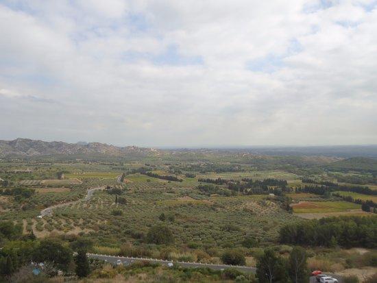Une des vues du village photo de office de tourisme des baux de provence les baux de provence - Office du tourisme baux de provence ...