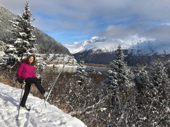 Hidden Creek Bed and Breakfast: Early Cross Country Skiing