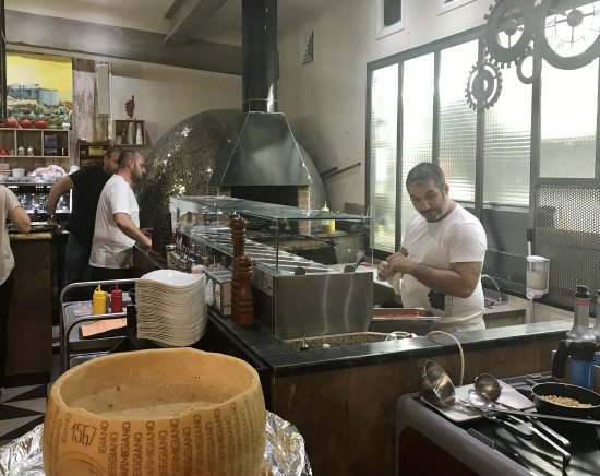 Biguglia, France : L Atelier
