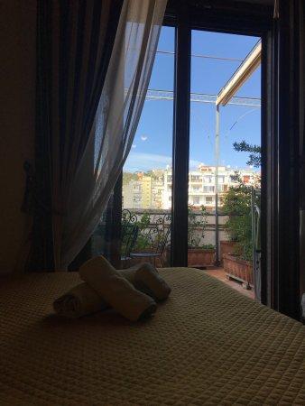 gialla con terrazza - Picture of B&B Casa Mira Napoli, Naples ...