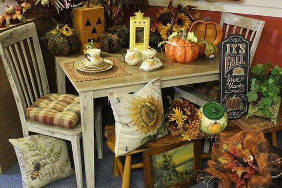 Moneta, VA: Lots of beautiful and affordable merchandise!