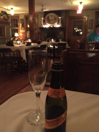 Rye, New Hampshire: The downstairs cozy dining room