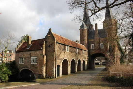 Oostpoort : The gates and mill house