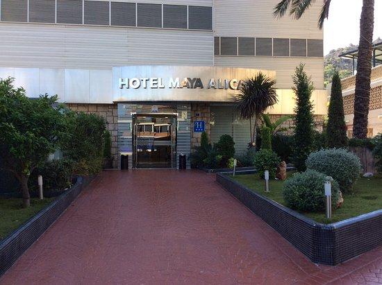 Hotel Maya Alicante: Front entrance