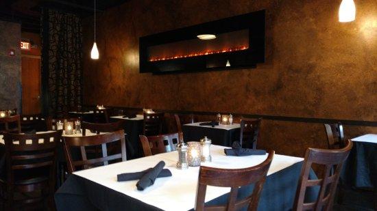HopScotch & Vine: Inside dining is cozy