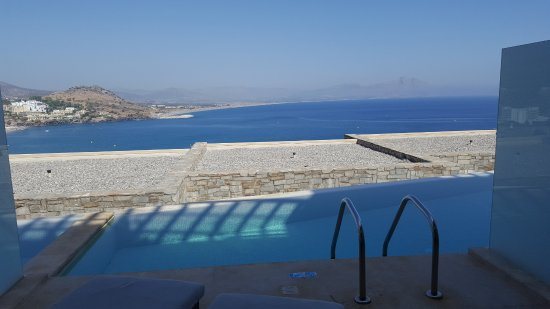 Lindos Blu : Not much sun for much of the day