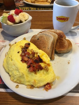 Haubstadt, IN: omelet with toast and fruit