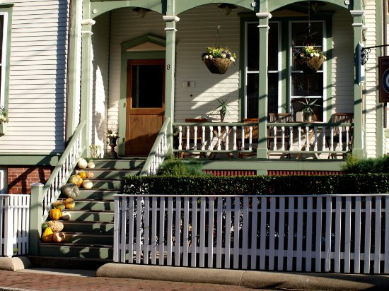 Centerboard Inn : front porch