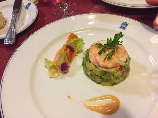 El Minzah Hotel: Avocado & shrimp salada
