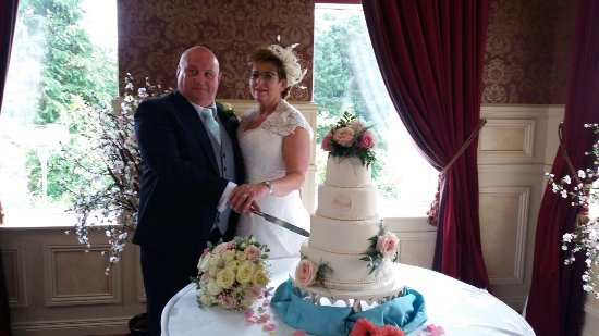 Cookstown, UK: Our wedding day was the best day of our life thanks to Paula James and ALL staff at Glenavon