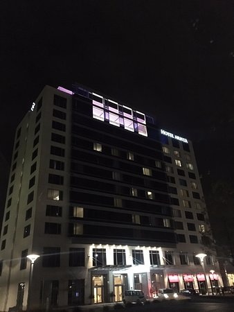 Naperville, IL: Hotel at night.