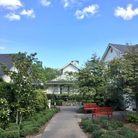 MacArthur Place - Sonoma's Historic Inn & Spa: gardens and rooms