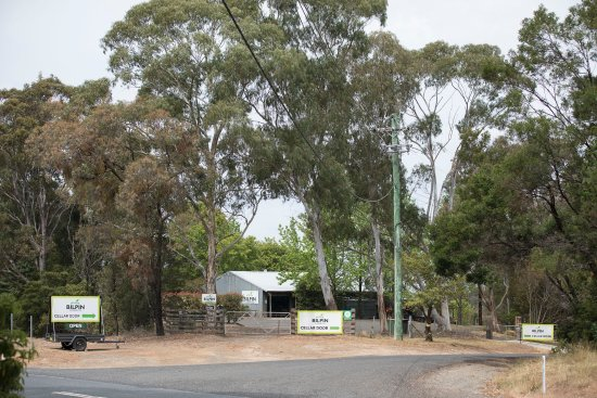 Bilpin, Australia: Farm entrance on the corner of Bells Line of Road and Kurts Rd.