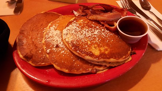 Bartlett, NH: Maine blueberry pancakes with bacon