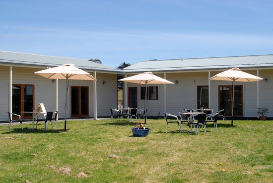 Darnum, Australia: On a sunny day enjoy coffee and cake ourside or book in for a lunch platter with a glass of wine