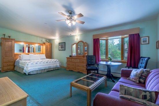 Alaska House of Jade Bed and Breakfast: Denali Suite
