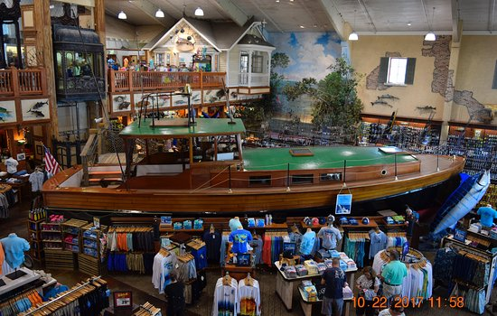 Islamorada Fish Company : The ambience of this Bass Pro shop is simply STUNNING