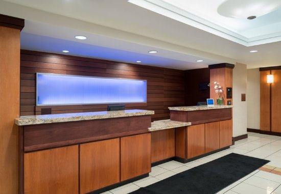 Fairfield Inn & Suites State College: Front Desk