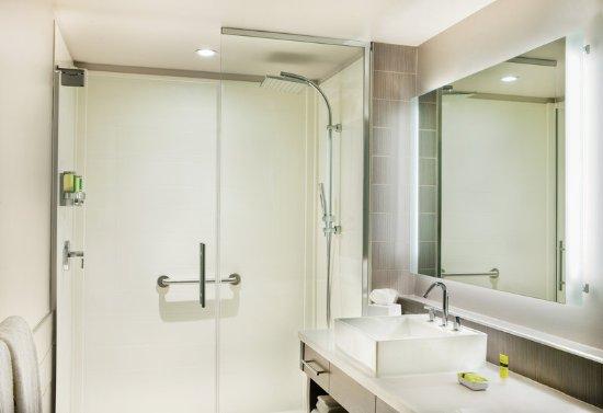 Hanover, MD: Guest Bathroom