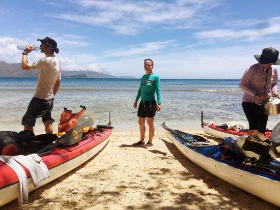 Le Mont-Dore, Nowa Kaledonia: On déballe tout pour installer le bivouac