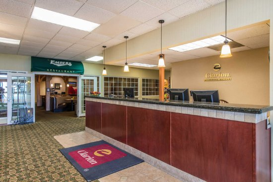 Fort Morgan, CO: Hotel front desk