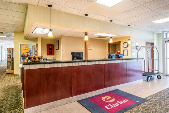 Fort Morgan, CO: Front desk